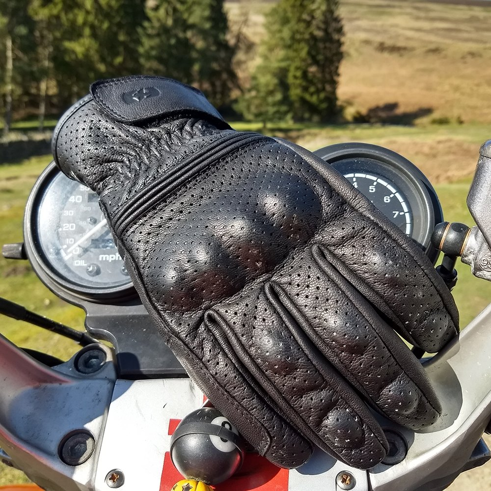 holbeach-lifestyle Holbeach Leather Gloves