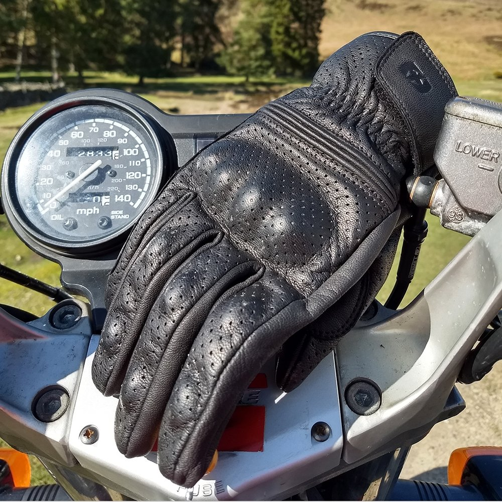 holbeach-lifestyle1 Holbeach Leather Gloves