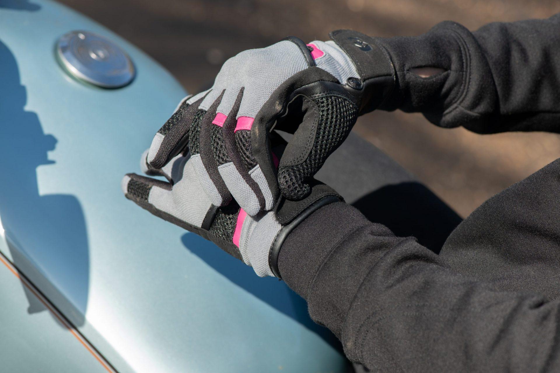 GW211102-Brisbane-WS-Glove-Tech-Grey_Pink_Black-1-scaled Women's Brisbane Short Summer Gloves
