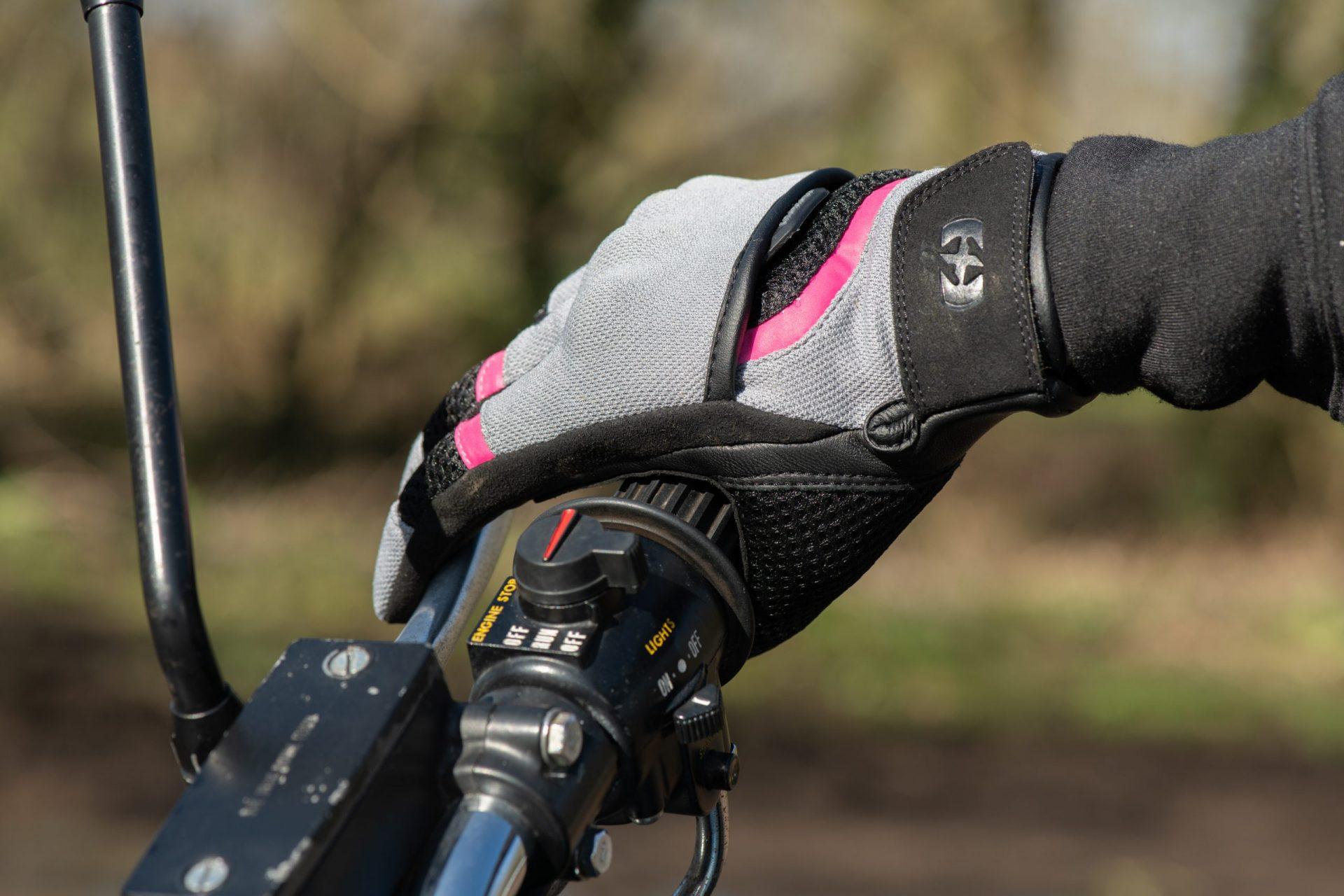 GW211102-Brisbane-WS-Glove-Tech-Grey_Pink_Black-7-scaled Women's Brisbane Short Summer Gloves