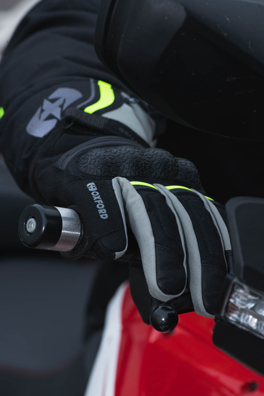 monteral-glove-extra-lifestyle-1 Montreal 4.0 Dry2Dry™ Gloves
