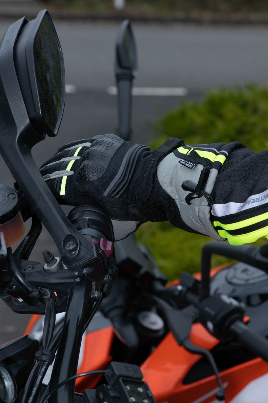 monteral-glove-extra-lifestyle-2 Montreal 4.0 Dry2Dry™ Gloves